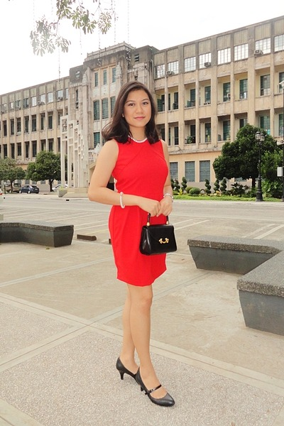 red PHILOSOPHY Woman dress - black Yukiko Hanai bag - black naturalizer heels