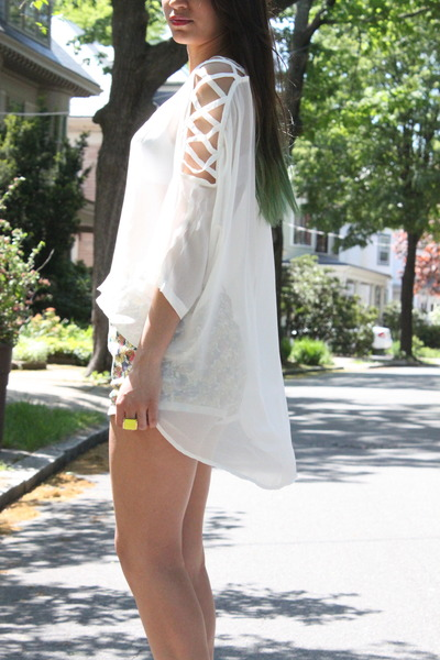 Goldie London blouse - Urban Outfitters shorts