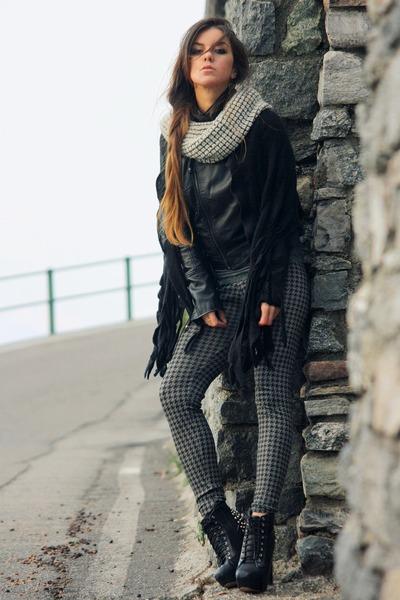 gray pied de poule Calzedonia leggings - black studded Jeffrey Campbell boots