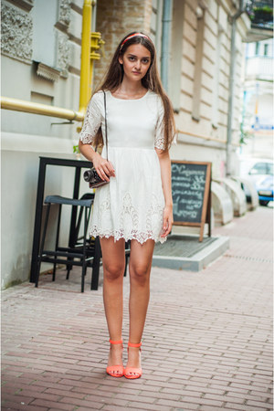carrot orange pull&bear sandals - white Sheinside dress