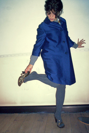 vintage coat - Calzedonia socks - max and co shoes