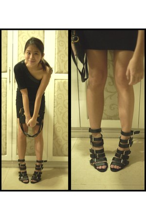 black Marc by Marc Jacobs bag - black skirt - black strappy Gibi heels