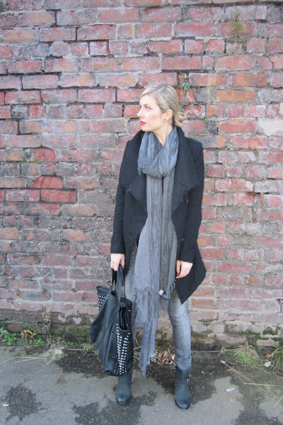 grey pull&bear pants - black River Island boots - black H&M coat