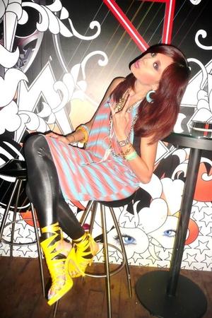 yellow christian dior shoes - black leggings Forever 21 leggings