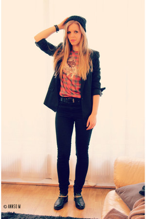 black H&M jeans - ruby red Mr Gugu & Miss Go sweatshirt