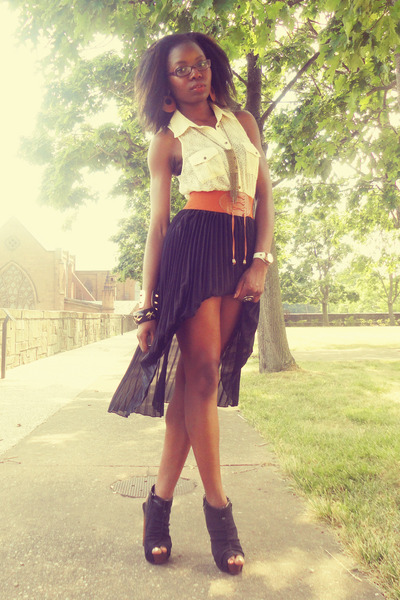 black skirt - tawny belt - eggshell lace blouse
