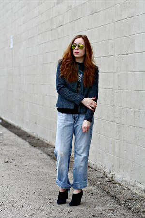 tweed blazer - boyfriend jeans - graphic tee t-shirt