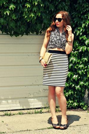 print shirt - striped skirt