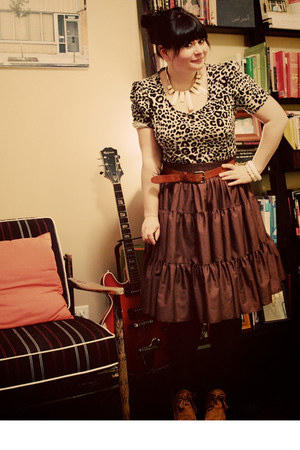 brown leopard H&amp;M top - dark brown thrifted vintage skirt - tawny vintage wedges