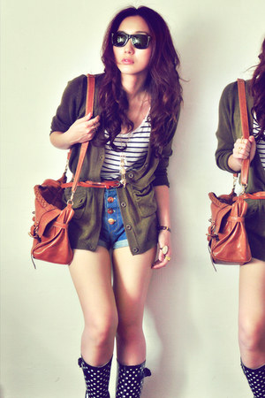 black boots - off white shirt - burnt orange bag - navy shorts - gold accessorie