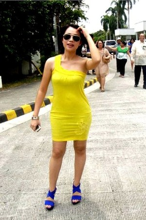 yellow cotton g2000 dress - yellow frame Ray Ban sunglasses