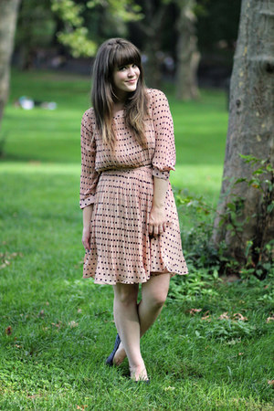 salmon modcloth dress - black Urban Outfitters flats