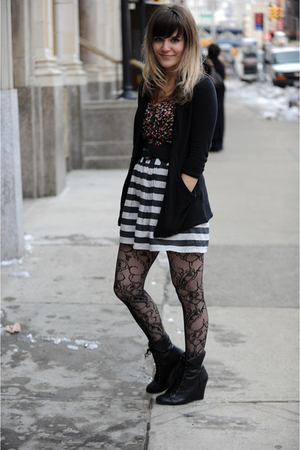 black cardigan - black top - black belt - black tights - black boots - white ski