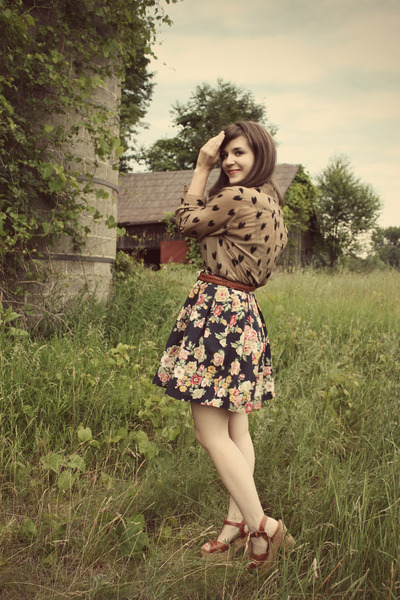 camel modcloth top - navy vintage skirt - tawny thrifted belt - tawny Blowfish S