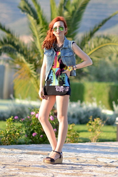 Topshop shorts - rayban sunglasses - Urban Outfitters top - Chanel wedges