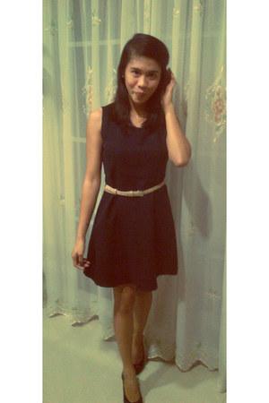 black cotton dress - tan leather belt