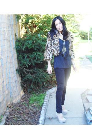 black studded f21 jeans - light brown faux fur jacket - black silk thrifted blou