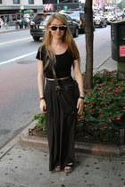black leather vintage Coach bag - black Ray bans sunglasses