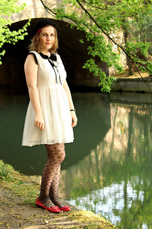 Dahlia dress - bowler H&amp;M hat - sheer bow new look tights - kimchi &amp; blue flats