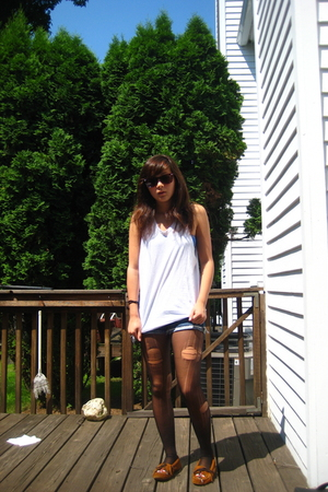 DIY hanes top - American Apparel bra - hollister shorts - DIY tights - Minnetonk
