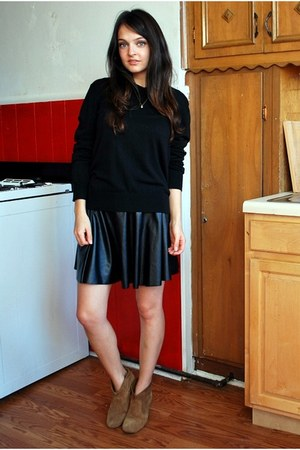 Forever 21 skirt - Steve Madden boots - banana republic sweater