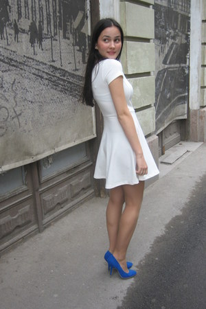 blue suede Zara heels - ivory Stradivarius dress