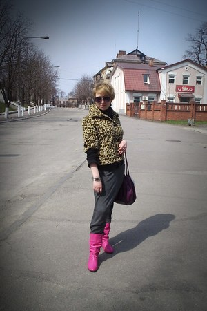 hot pink boots - deep purple bag - charcoal gray pants