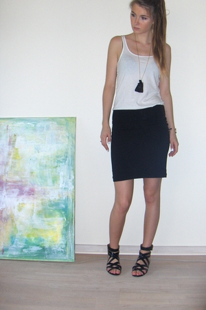 black cotton H&amp;M skirt - black H&amp;M shoes - black gold DIY necklace