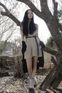 Beige-din-sko-shoes-beige-knitted-iis-of-norway-dress-black-cubus-belt-bla
