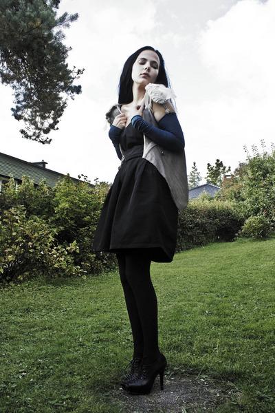 black via Nellycom shoes - black Only dress - black Cubus tights