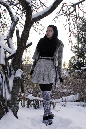 white BikBok skirt - white H&M stockings - black H&M sweater - gray Stradivarius