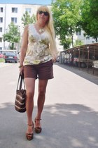Vero Moda top - Tommy Hilfiger shorts - BLANCO sandals