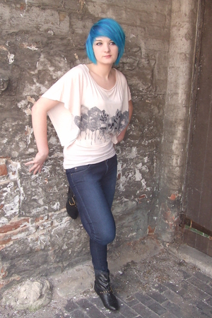 Miso t-shirt - Topshop vest - Crafted jeans - Primark boots