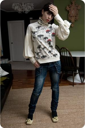 Miriam Ocariz t-shirt - Irregular Choice shoes