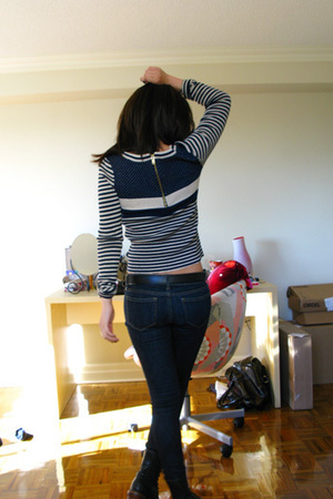 sweater - jeans - belt