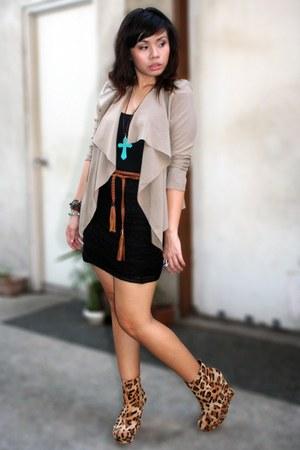 tan cardigan - black top - black skirt - camel shoes