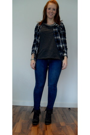 navy H&M shirt - charcoal gray All Saints boots - navy Topshop jeans