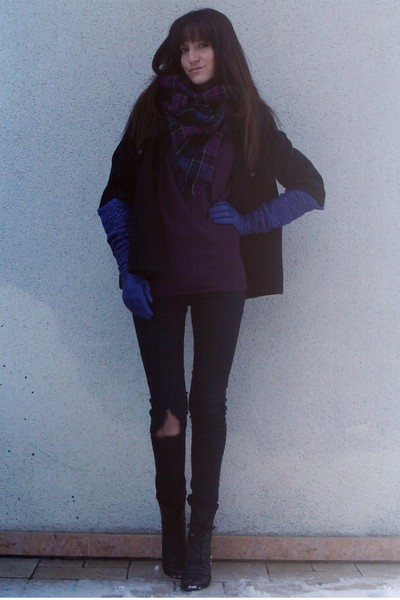 Uo Black Coat Dr Denim Black Jeans Uo Purple Sweater H&m Purple Scarf Vintage Black Boots