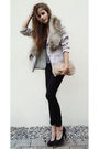 Black-jeans-silver-blazer-pink-bag-black-shoes-silver-shirt