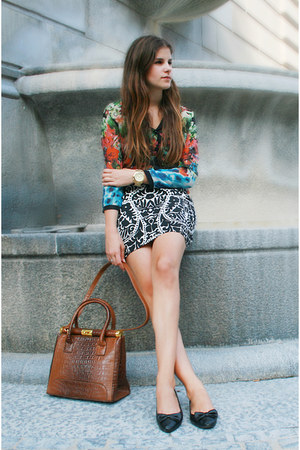 pattern skirt - floral shirt - brown fake crocodile bag - black ballerina flats
