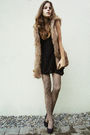 Black-shirt-brown-vest-tights-black-shoes