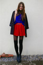 Blue-shirt-red-skirt
