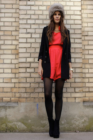 red romper - gold ring accessories