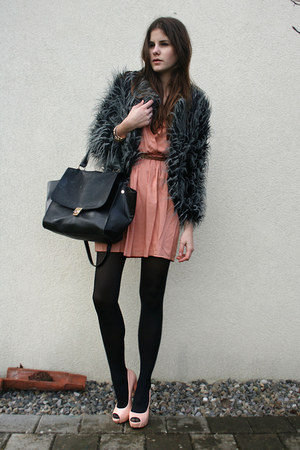 salmon dress - gray faux fur coat - black bag - light pink heels