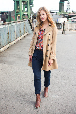 burnt orange floral print Cubus shirt - brown H&M boots - camel H&M coat