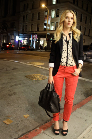 ruby red Dallin Chase pants - black Steve Madden shoes