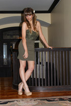 neutral pumps Steve Madden heels - olive green dress - off white H&M accessories