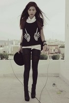 black romwe t-shirt - black bowler Topshop hat - black OASAP leggings