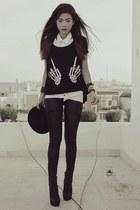 black romwe t-shirt - black bowler Topshop hat - black OASAP leggings