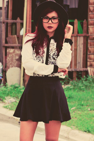 black Romwecom skirt - white Romwecom blouse